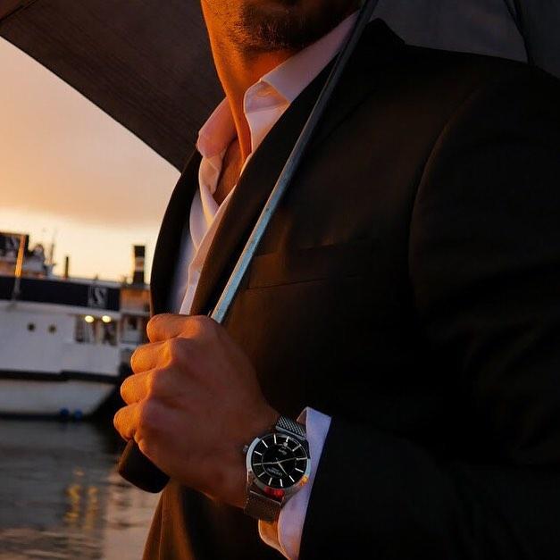 Lindskog Sweden klocka stainless stel man med kostym