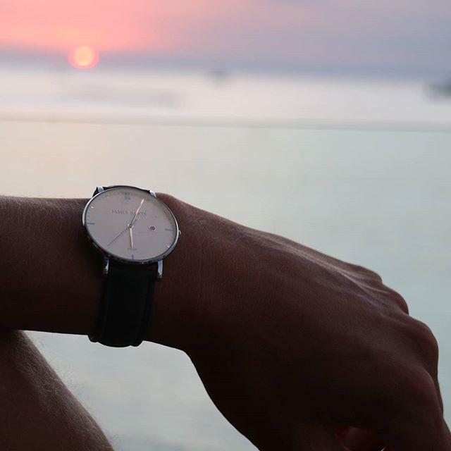 james barts klocka vit solnedgång