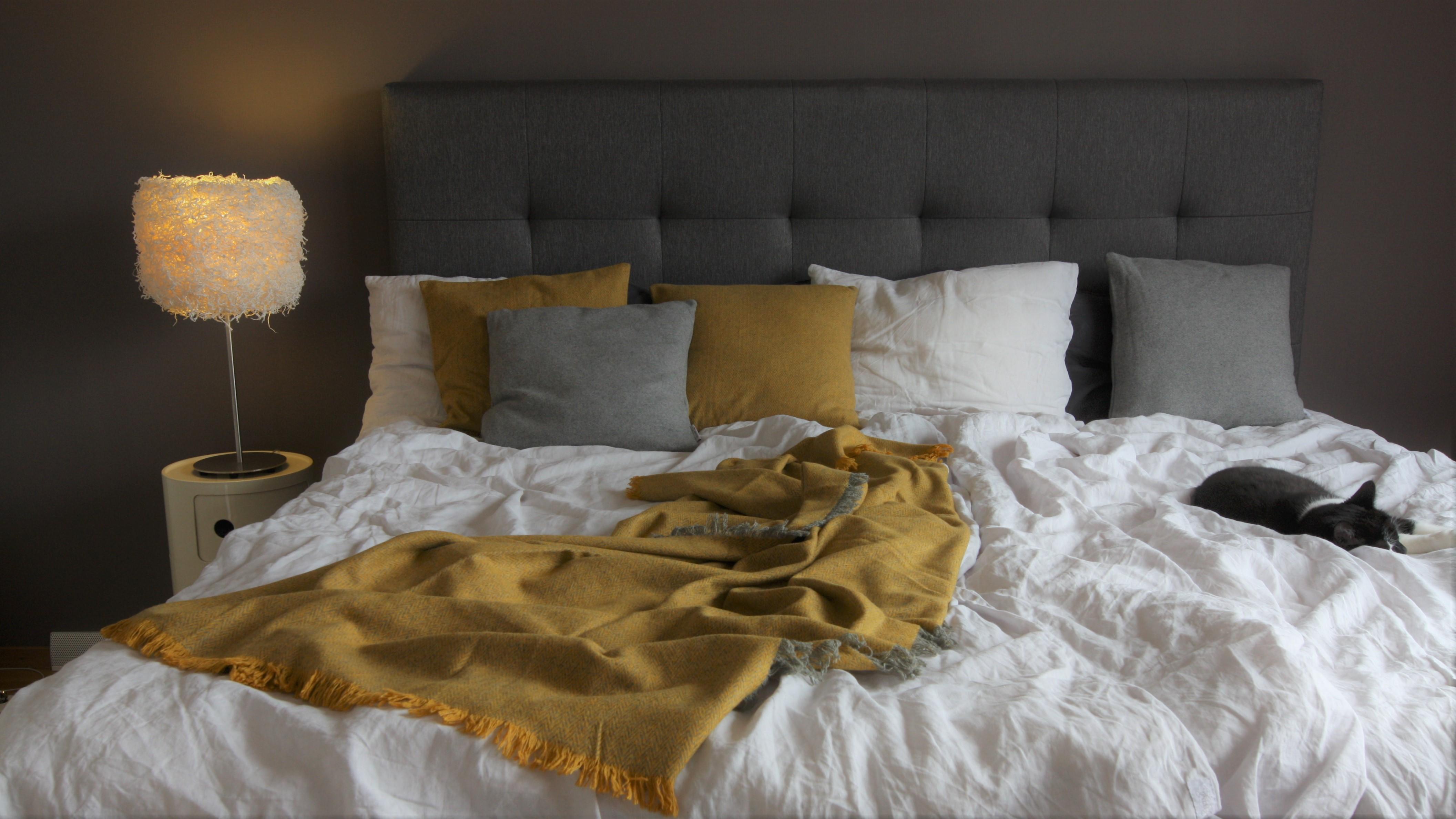 Kudde pläd återvunna textilier Respiin