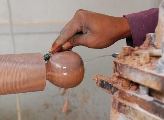 Fair Trade-organisationen Pushpanjali i Agra, Indien, tillverkar bl.a. produkter av täljsten och marmor.