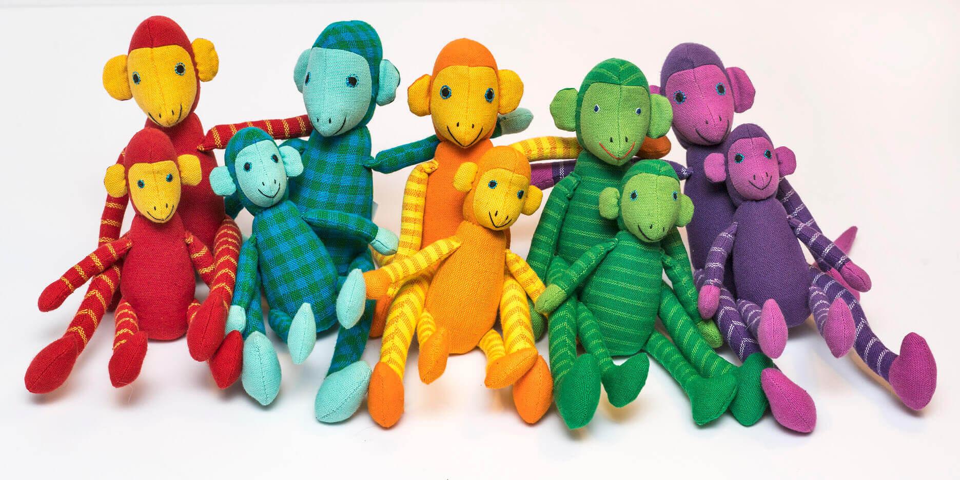 10 tygapor som maskot eller leksak, i två storlekar och 5 olika färger och mönster. Fair Trade från Sri Lanka.