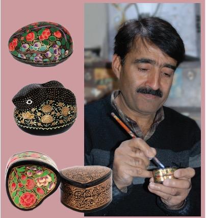 Anställd målar pappmache, familjeföretaget Jafar, Kashmir