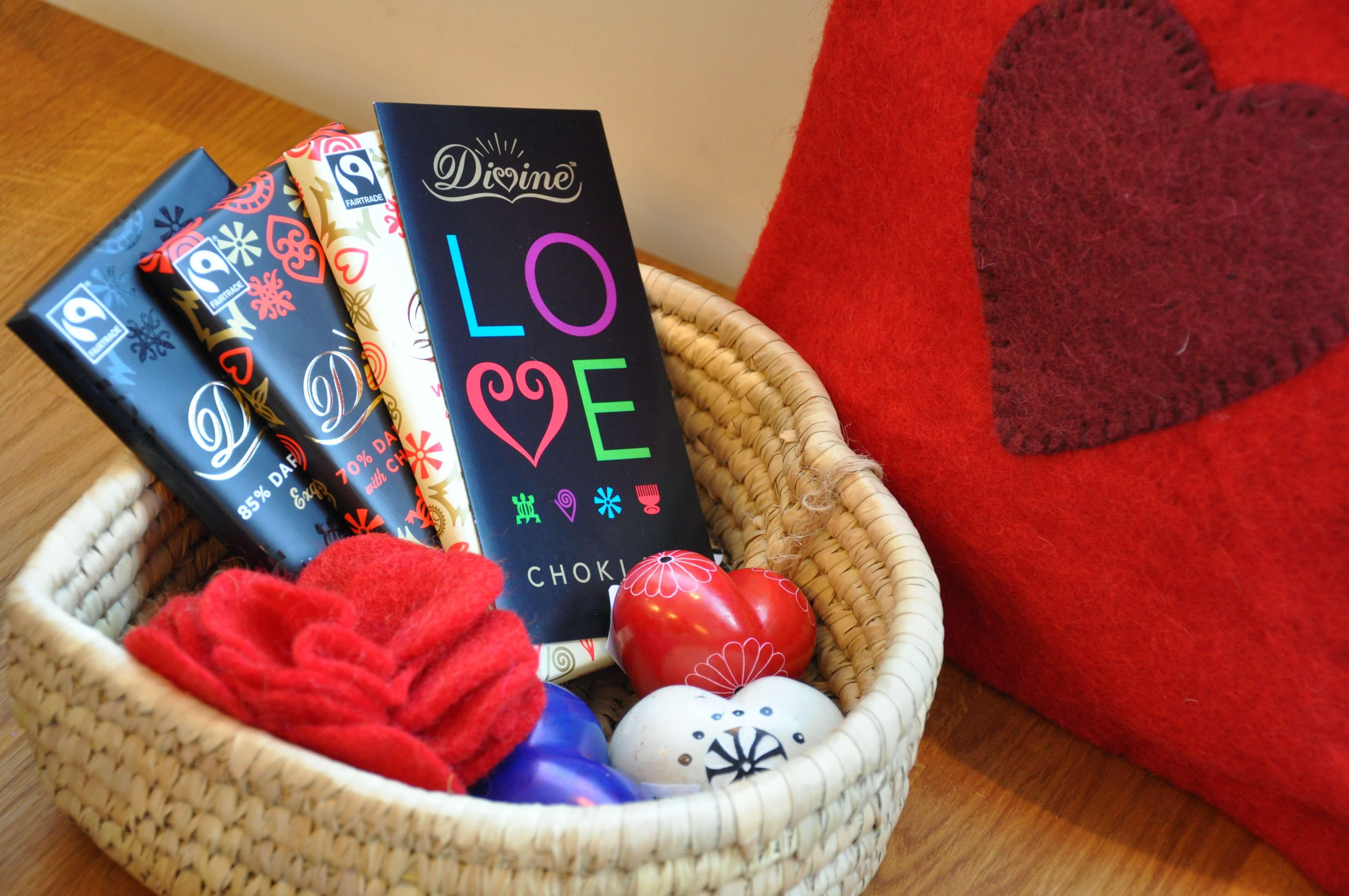 Presenter till Valentindagen från Klotet Lund: choklad och täljstenshjärtan