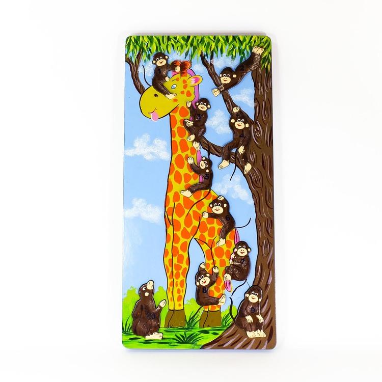 Pussel med små apor, numrerade 1 - 10, som klättrar på en giraff och i ett träd.