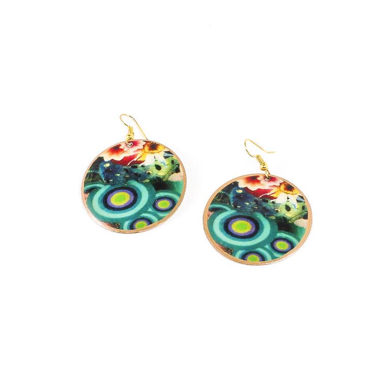 Vackert örhänge i mässing, flera färger. Ett indiskt smycke, handgjort för Fair Trade & etisk handel.