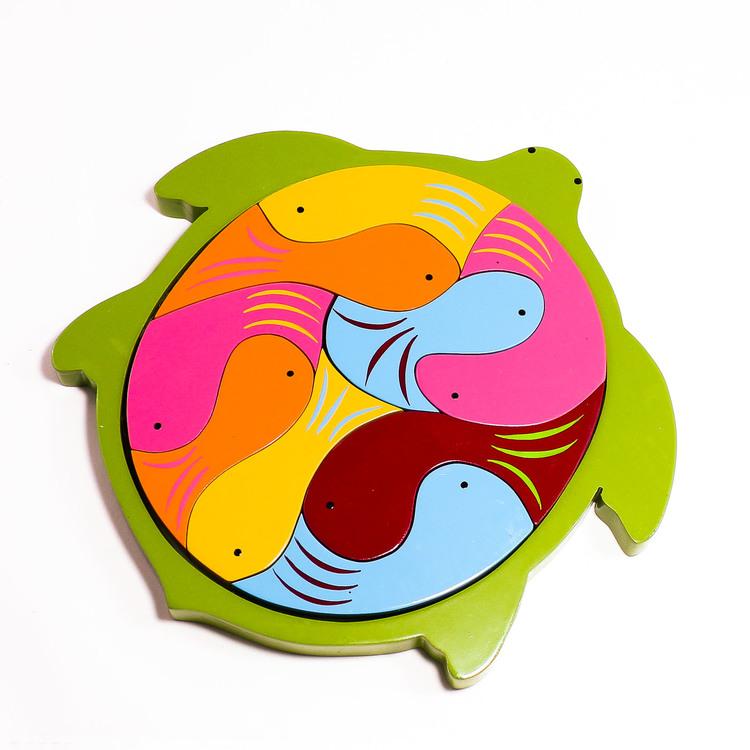 Pussel i ram, sköldpadda med 9 fiskar i olika färger. Leksak i trä, lätt & rolig för yngre barn, Fair Trade från Sri Lanka.