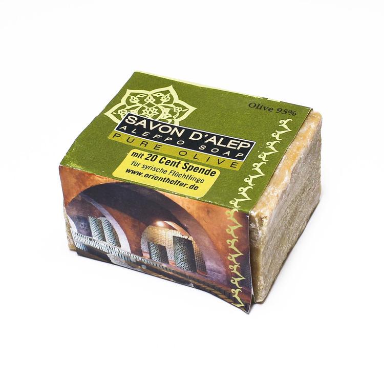 Fast olivtvål från Aleppo, Syrien. En naturlig, mild tvål, återfettande. Till dagligt bruk. Försäljningen stödjer flyktingar i Libanon & Syrien.