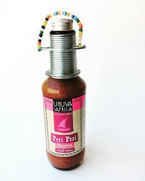 Peri Peri Mombasa är en mellanstark chilisås, efter traditionella recept från Östafrika. Fair Trade.