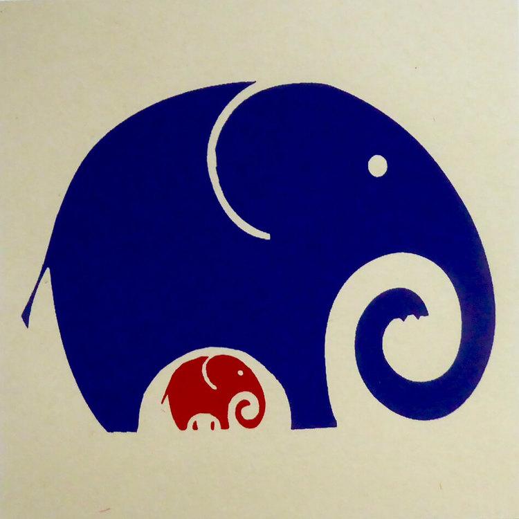 Vikt brevkort i kraftigt hampapapper, handgjort. Motiv stor och liten elefant. Kuvert medföljer.