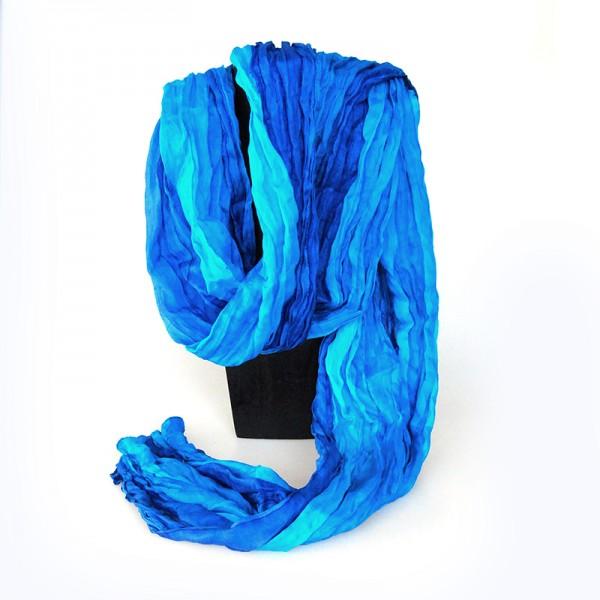 Sidensjal eller scarf i klara, fina nyanser av färgen blå. 165 x 50 cm. Fair Trade från Indien.