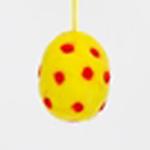 Handtovat prickigt påskägg i gul färg, lite större storlek. Prydnadsägg Afroart.