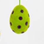 Handtovat prickigt påskägg i grön färg, lite större storlek. Prydnadsägg Afroart.