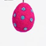 Handtovat prickigt påskägg i lilaröd färg, lite större storlek. Prydnadsägg från Afroart.