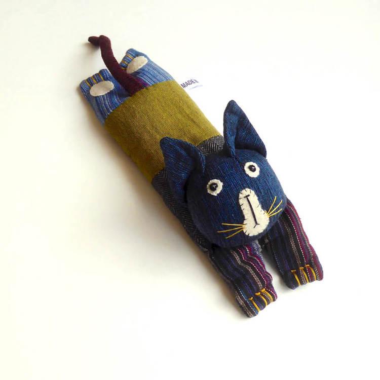 Värmekudde Relax, till barn, en liten katt, fylld med linfrön. Rogivande. Handgjort för Fair Trade.