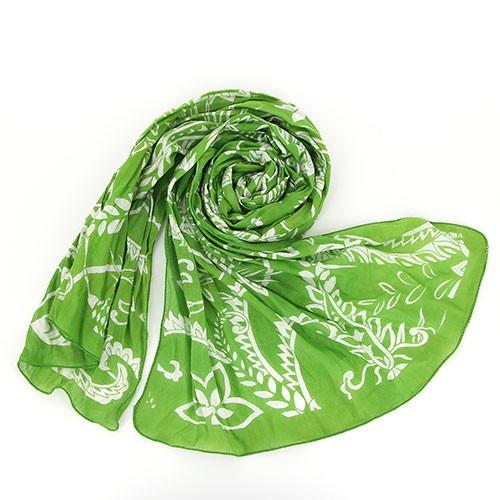 Sjal i bomull grön med vitt blomstermönster. 180 x 50 cm. Vacker & praktisk på våren och sommaren. Fair Trade från Indien.