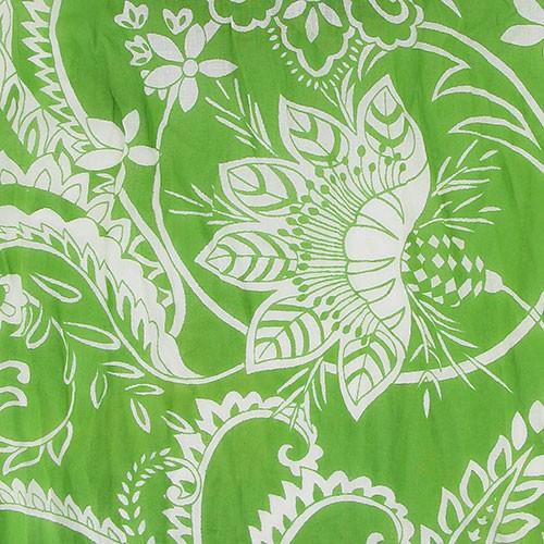 Sjal i bomull grön med vitt blomstermönster. 180 x 50 cm. Närbild. Vacker & praktisk på våren & sommaren. Fair Trade från Indien.