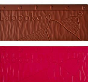 Zotter Labooko två exklusiva chokladkakor, en mörk choklad 60%, och en med hallonsmak (nedan i bilden).
