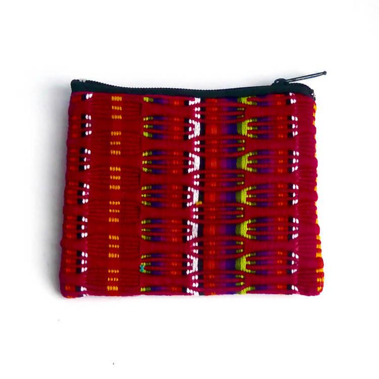 Praktiskt och snyggt etui eller fordral för att hålla ordning på små saker. Handvävd, bomull. Med dragkedja. Insidan fodrad. Guatemala.