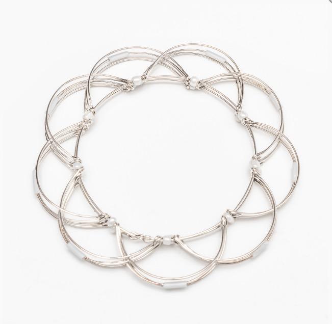 Mandalapussel 'Lotusblomma', vita pärlor