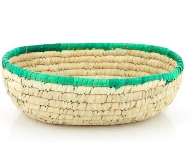 Oval påskkorg av palmblad. Kan fyllas med påskgodis, påskägg, påskhare och små presenter. Fair Trade.