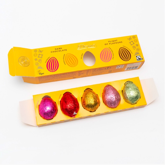 Divine påskägg av mörk choklad  5 olika smaker. Fin presentförpackning. Här öppen förpackning.Glad Påsk! Fair Trade.