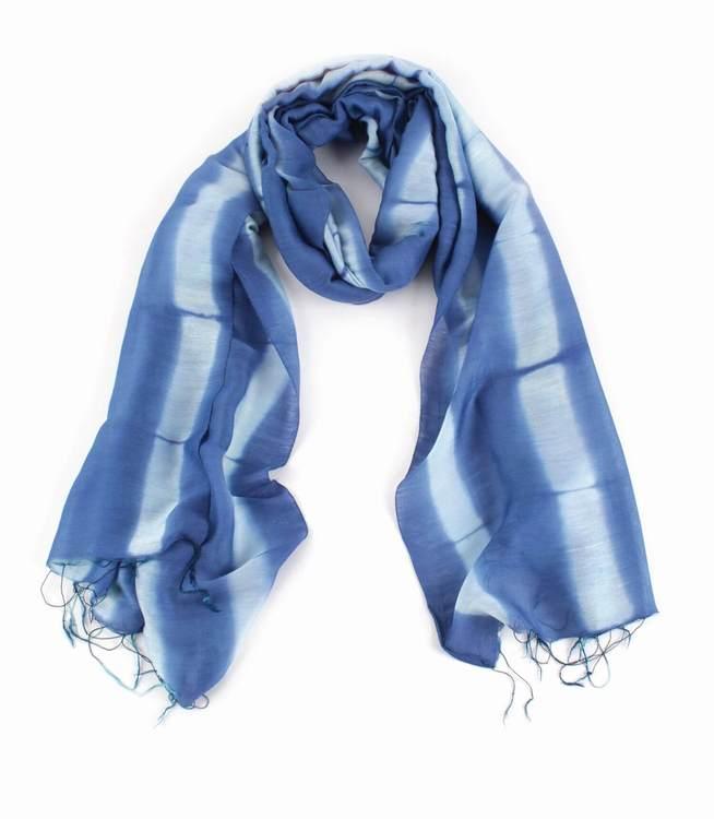 Sjal, scarf, viskos/siden, batik blå-vit