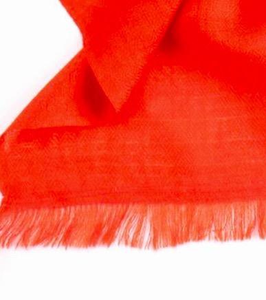 Sjalv eller scarf i vackert orange färg, 80% kaschmir, 20% siden. 40x180cm. Detaljbild. Fair Trade från Indien.