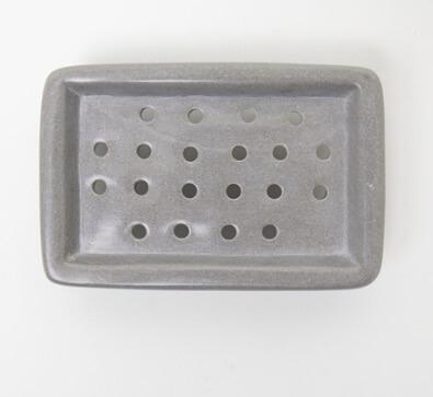 Tvålkopp eller tvålfat av tjälsten. Hålen gör att vattnet rinner bort och tvålen kan torka. Fair Trade från Kenya.