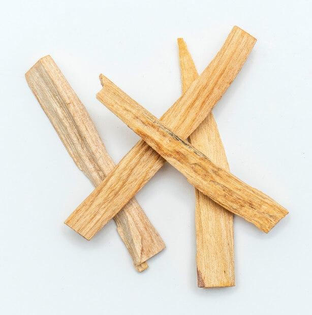 Rökelsepinnor av Palo Santo-trä, Holy Wood eller heligt trä. Hållbart skördad & hög kvalitet. Milt aromatisk, karakteristisk doft. Renande, förnyar energin hos människor, föremål  & platser. Fair Trad