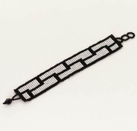 Armband av glaspärlor, vitt/svart