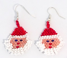 PÄrlade örhängen med tomte och röd tomteluva. Skönt att visa upp på julfeste. Fair Trade från Guatemala, Fair Monkey.