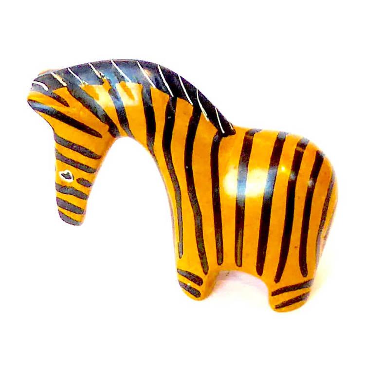 En zebra eller sebra, handgjort av täljsten. Svart-gult mönster. Mankhöjd 7 cm. Ett hästdjur från Afrikas savann. Fair Trade från Kenya.