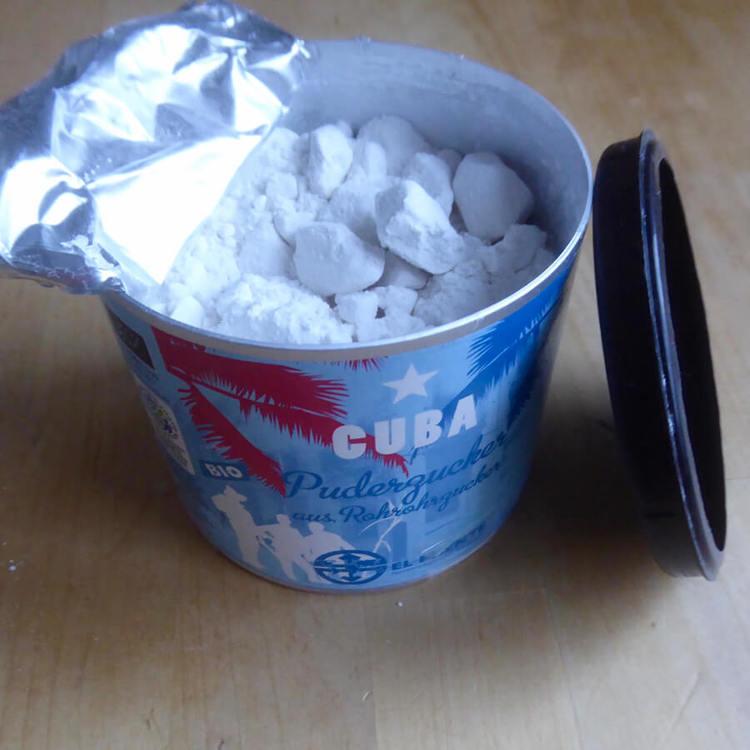 Florsocker från rårörsocker. Utan klumpförbyggande medel behöver du mortlar och sikta sockret. Men det är det värt! Fair Trade och ekologiskt från Kuba.