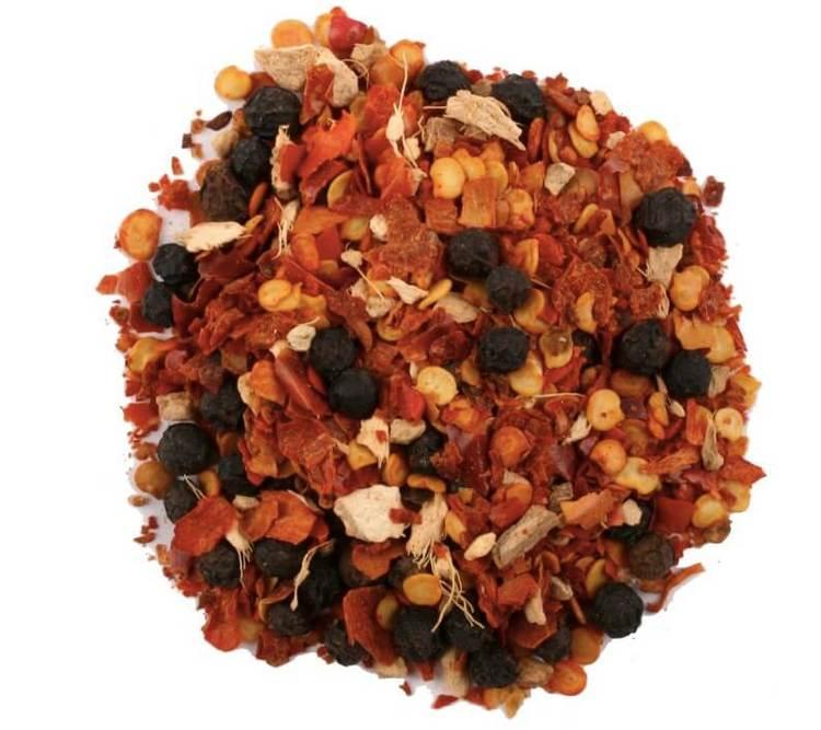 Zulu-chili är en stark blandning av chili, svartpeppar, rosépeppar och ingefära. Till grillat och grytor. Fair Trade.