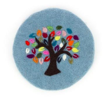 UNdrelagg av handtovad ull, motiv Livets trä. Fair Trade från Nepal.