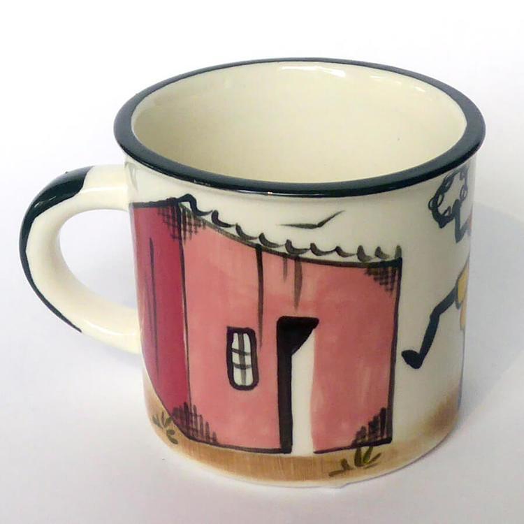 Mugg i keramik med glad vardagsscen från townshipsi Sydafrika. Kapula keramik Fair Trade.