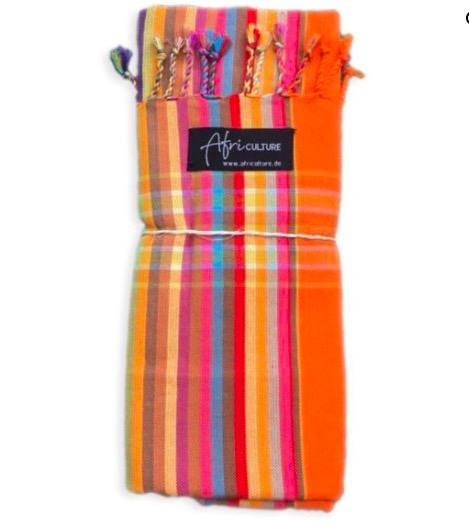 En klassisk Swaheli-kikoi från Kenya. Strandhandduk, sarong. Randigt mönster i orange-gul. Fair Trade.