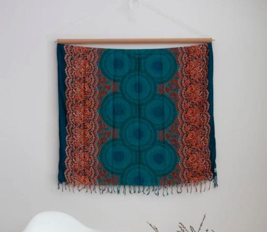 Vacker väggdekoration med Mandala-motiv,.Även strandklädsel, sarong. Härlig sommarkänsla. Fair Trade från Thailand, paigh.