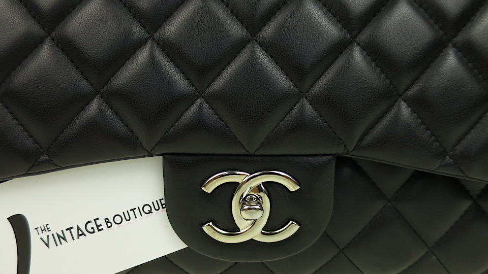 Chanel Double Flap Ikonisk Väska