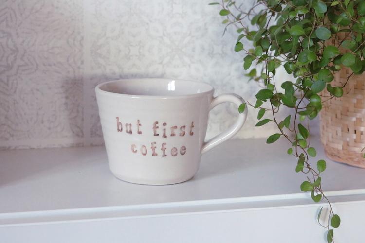 Keramikmugg But first coffee - Pusspuss Company
