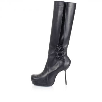 Stivali con tacco e lacci sulla caviglia