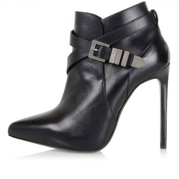 Stivali con tacco e fibbia