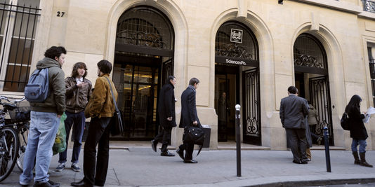 1423302 3 2119 l entree de sciences po a paris en janvier