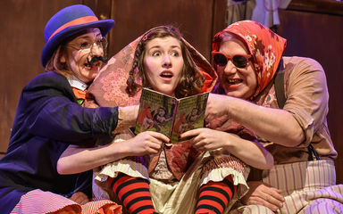 little-red-riding-hood-hiccup-theatre-stratford-circus-arts-centre-1