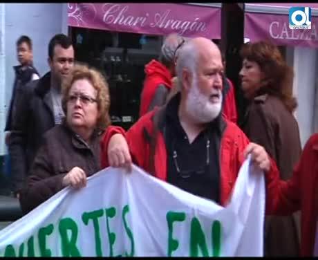 Colectivos sociales de Cádiz se concentran por la muerte de un sintecho