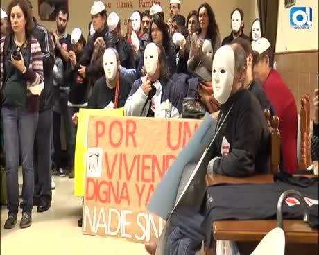 Cáritas reivindica con caretas el derecho a una vivienda digna en Málaga