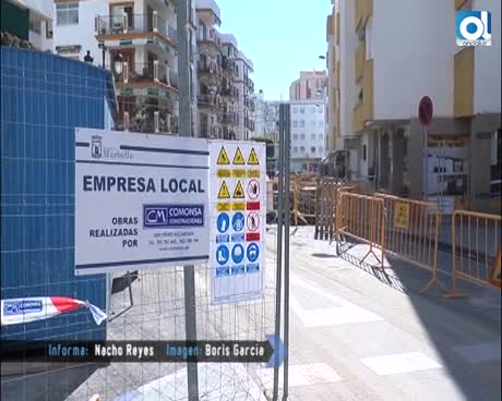 Ordenación de tráfico y cambio de tuberías en calle Vélez Málaga