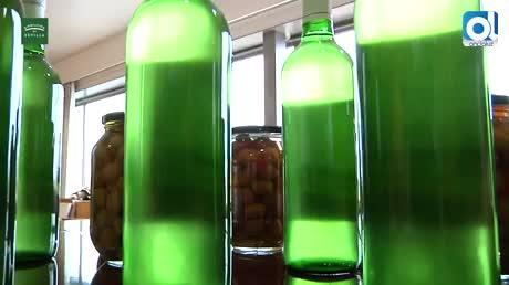 Umbrete reparte gratis 5.000 litros de mosto y 3.500 kilos de aceituna