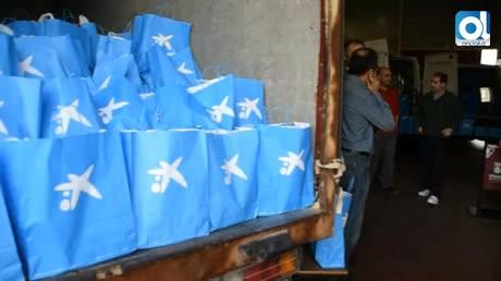 La Fundación La Caixa entrega 681 lotes de alimentos a Cáritas