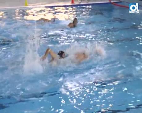 Bernal acompañó al club de waterpolo a Torre del Mar y anuncia la ansiada piscina homologada